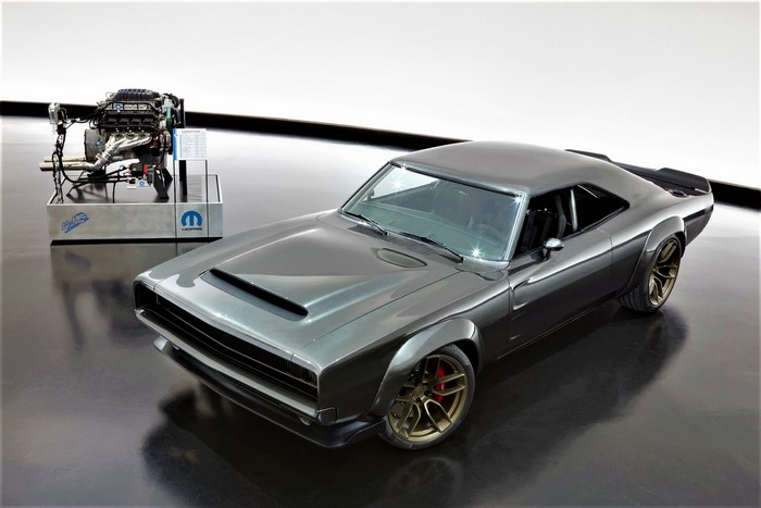 1968 Dodge Charge with hellephant engine